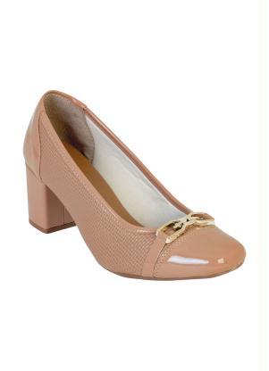 8a758fb45b Perfecta - Sapato Nude com Bico Quadrado e Detalhe Dourado