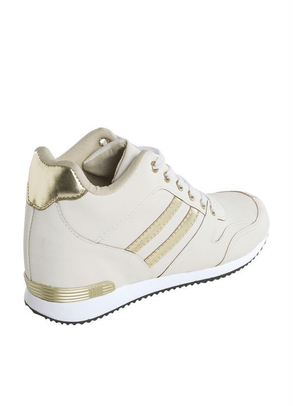Queima de Estoque - Sneaker Branco com Detalhe Dourado - Queima de ... e116f94000a2b