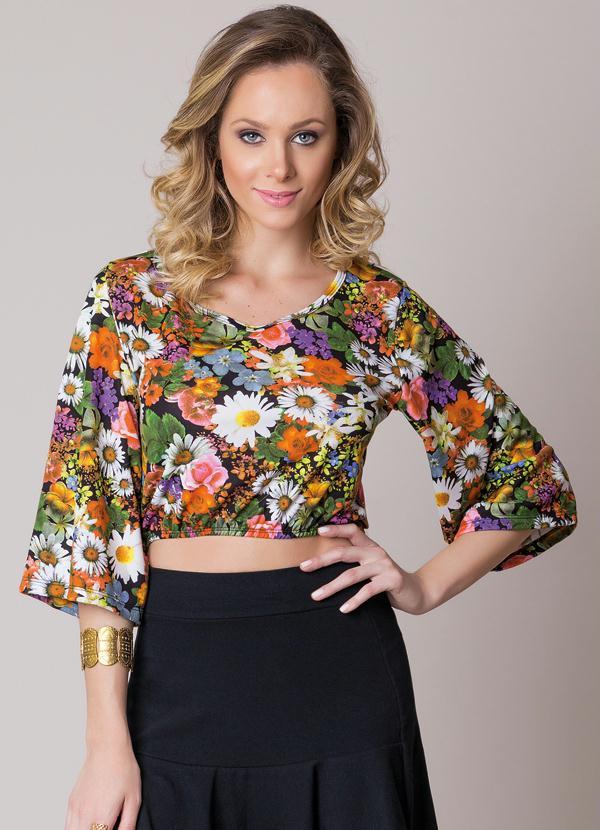 e01662f5a6 Queima de Estoque - Blusa Cropped com Mangas 3 4 Amplas Floral ...