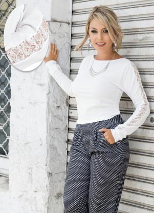 Blusa com Renda nas Mangas Branca - Queima de Estoque 829b5acdbd6