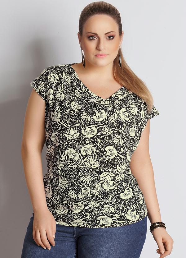 d0b21c426 Quintess - Blusa Gola Boba Estampa Floral Bege Plus Size - Quintess
