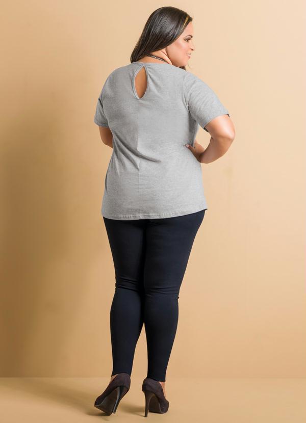 ab9478a9197bd7 Marguerite - Blusa Peplum Cinza Detalhe Gota Plus Size