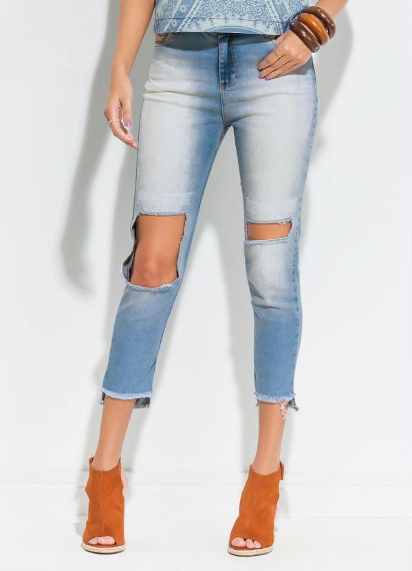 8d79d95dc Quintess - Calça Jeans Destroyed Detalhe na Barra Quintess - Quintess