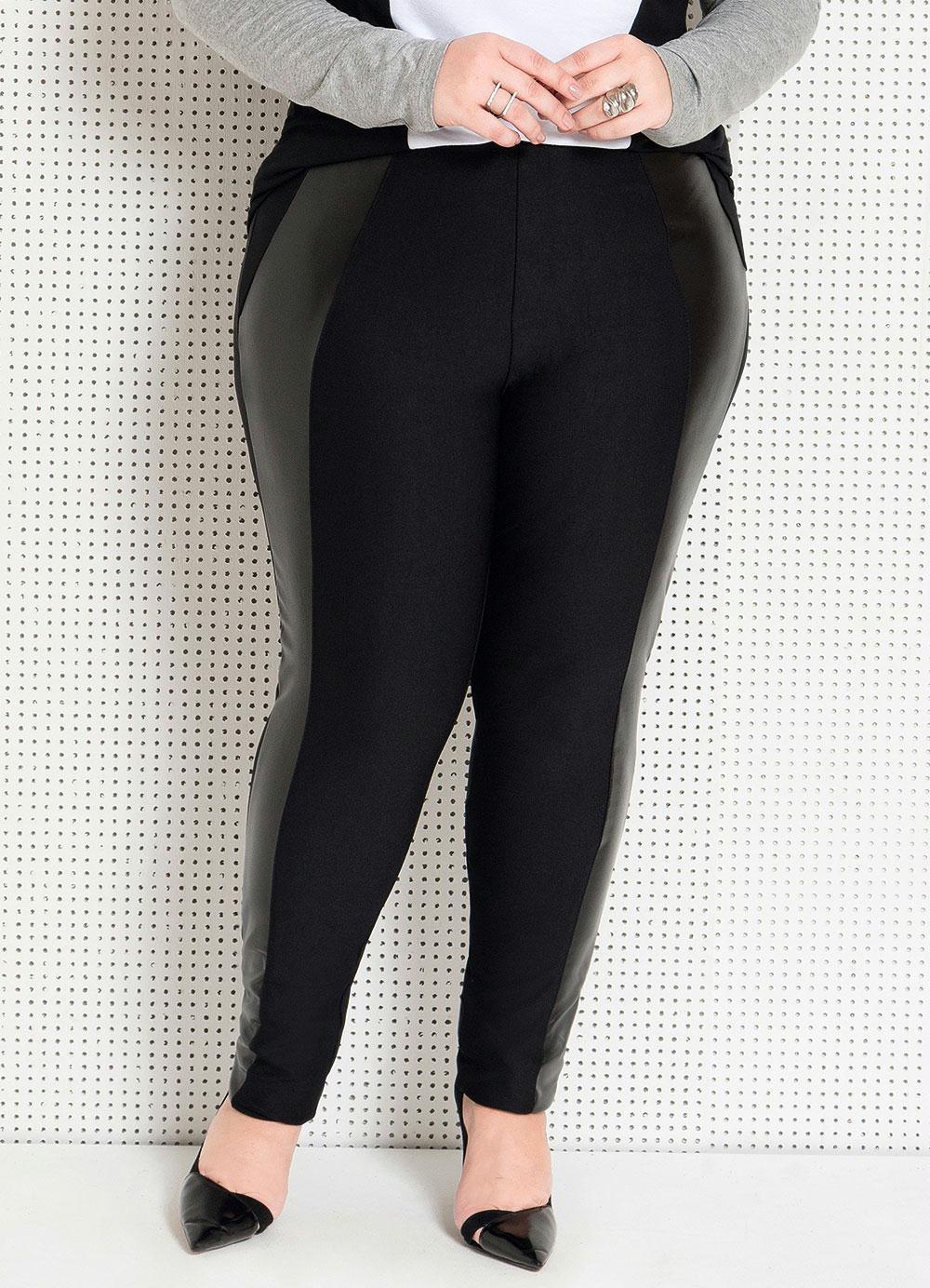 7ddb352d1f Calça Legging Preta com Recorte Plus Size - Quintess Outlet