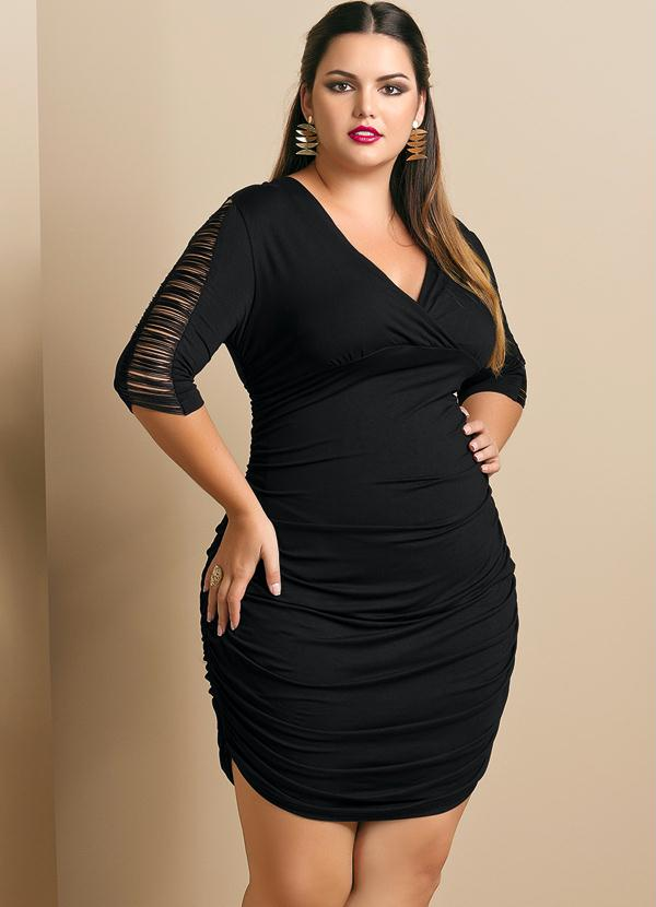 0a5fb928c Quintess - Vestido com Franjas Plus Size Preto - Quintess