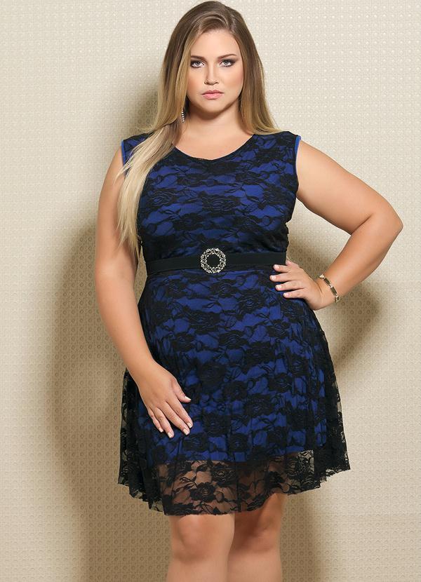 496bc8ef7eb5 Vestido em Renda Plus Size Preto e Azul - Quintess