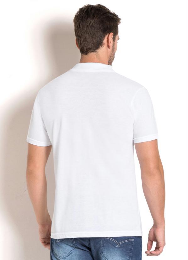 Queima de Estoque - Camisa Polo Branca com Estampa - Queima de Estoque 8858fb0547e93
