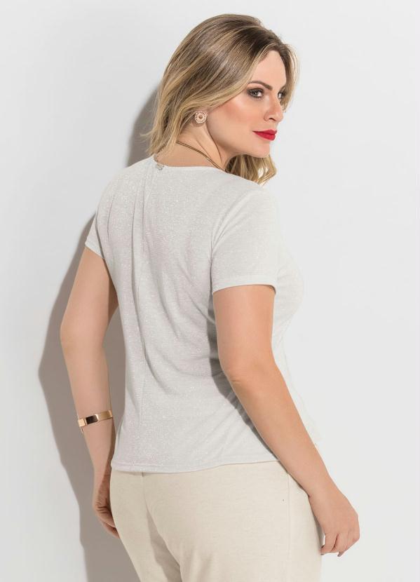 Quintess Outlet - Blusa com Brilho Branca Plus Size Quintess ... 53d790d6e2448