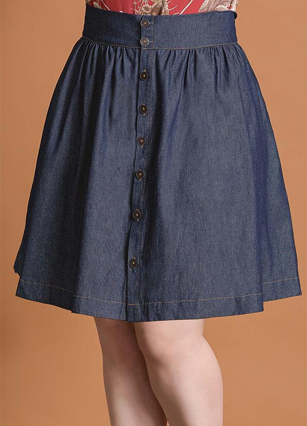 49aa18690 Quintess - Saia Evasê Jeans com Botões Frontais Plus Size - Quintess