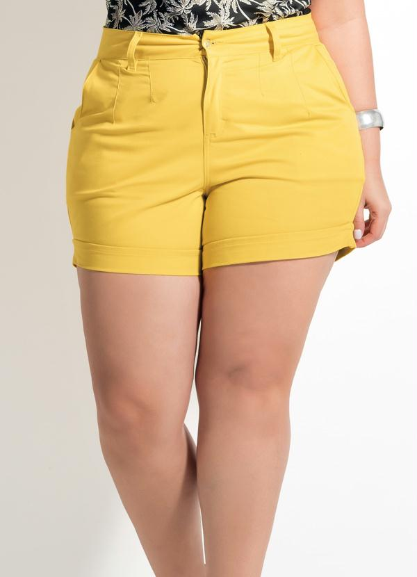 Shorts Quintess Amarelo Estilo Alfaiataria - Quintess 9a7adfa0bea