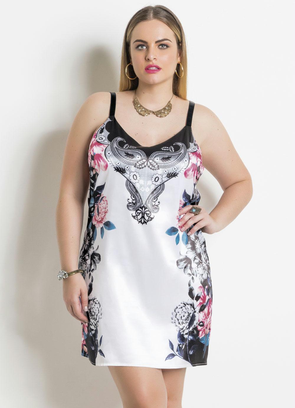 fe3e879425 Vestido em Cetim Floral e Branco Plus Size - Quintess
