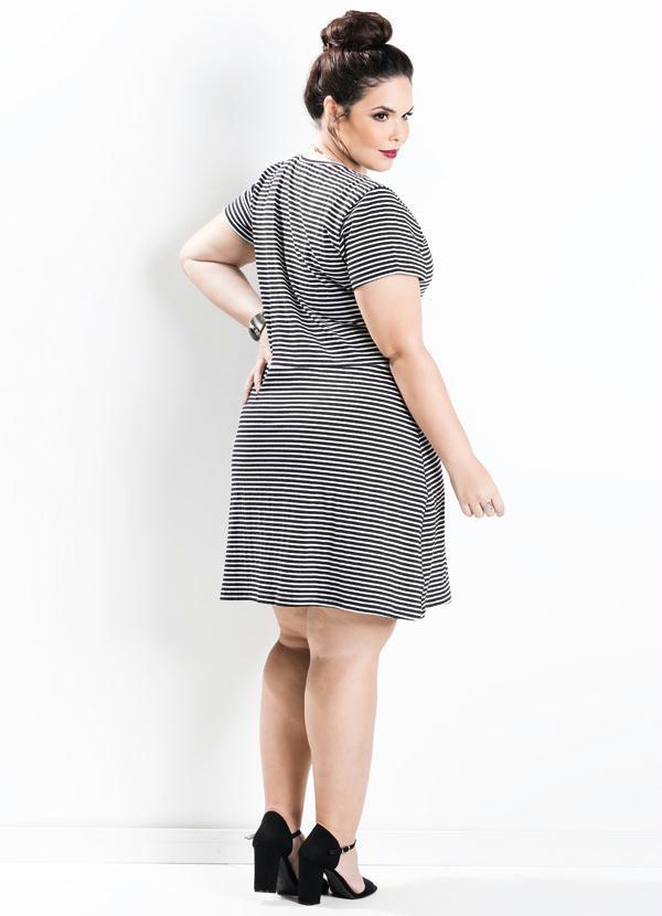 74e8c5ffb8 Marguerite - Vestido Evasê Manga Curta Listrado Plus Size - Marguerite