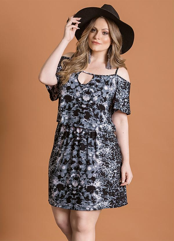 Vestido Ombro Vazado Abstrato Plus Size - Quintess 2c4802f1f8e5