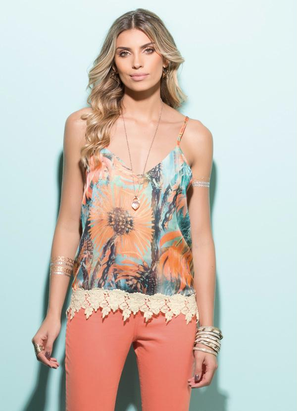 00019d4c6 Blusa Cetim Floral com Detalhe de Renda Guipir - Quintess