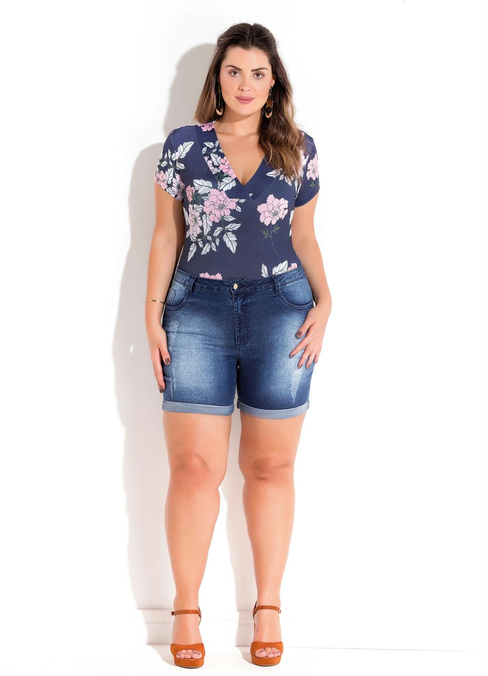 ddb2514327 BODY MANGA CURTA FLORAL AZUL PLUS SIZE QUINTESS - Quintess