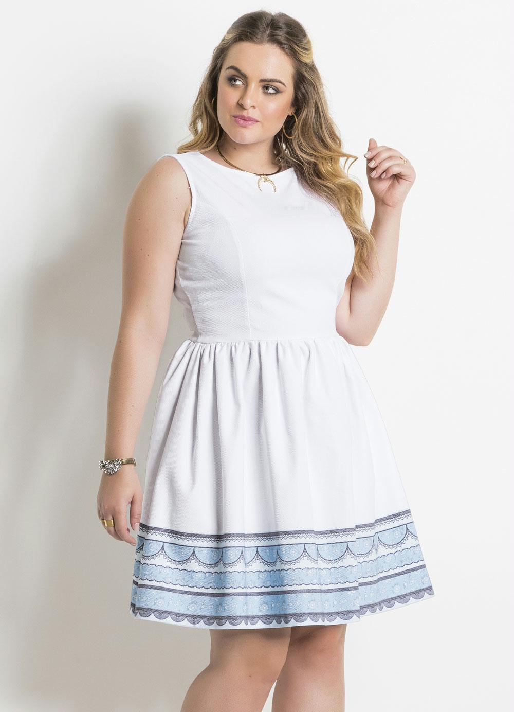 21109ddccd24e7 Vestido Quintess (Branco e Azul) Evasê Plus Size